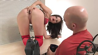 Pro shows insane anal skills by means of a kinky casting play