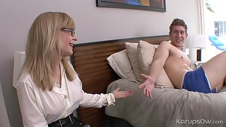 Ejaculant On Curvings Boobies Of Mom Nina Hartley